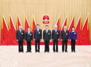 新当选的市十四届人大常委会主任、副主任、秘书长